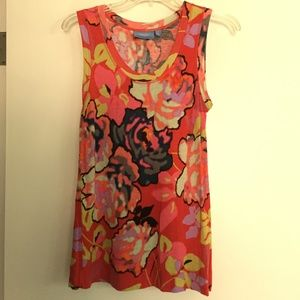 Simply Vera Red Floral Sleeveless Tee - Small
